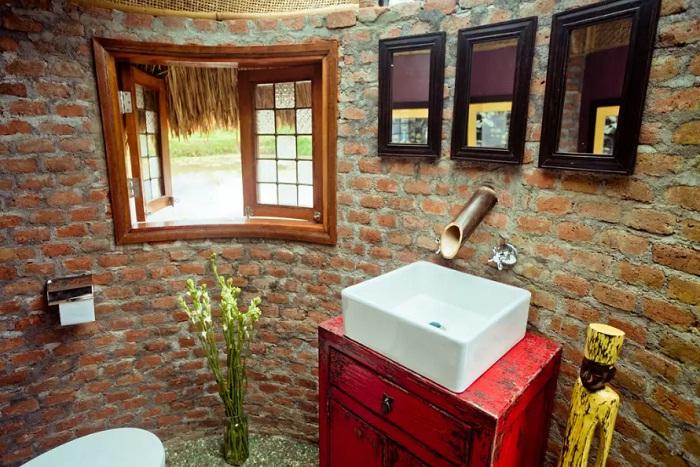 Комфортная современная ванная комната (Бали, Индонезия).