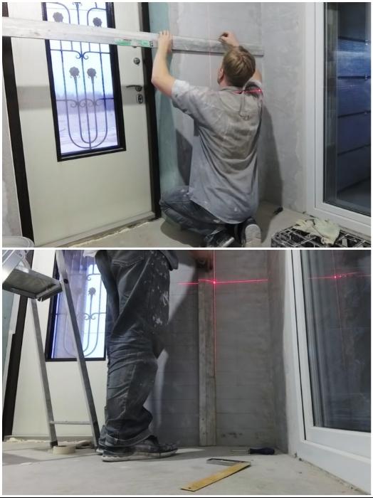 Для того, чтобы «кирпичи» получились ровными, при разметке нужно использовать уровень. | Фото: youtube.com/ © #Твойдом.
