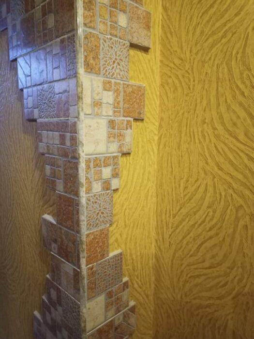 Вот так теперь выглядит угол между кухней и коридором. | Фото: postila.ru.