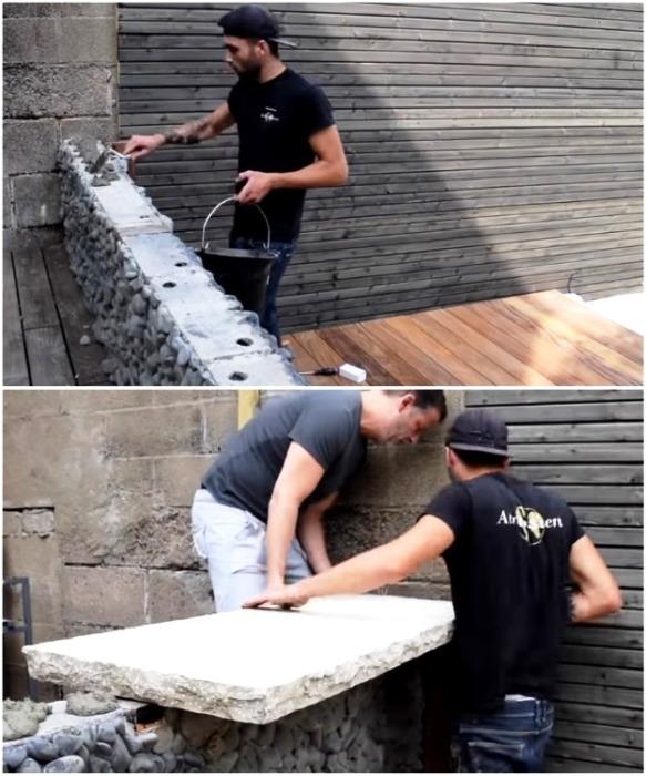 Столешницей для барной стойки будет служить бетонная плита, которую пришлось укладывать вместе с другом. | Фото: youtube.com/ M A R V I N Atmoss'vert.