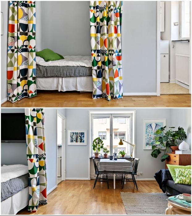 Яркая шторка, отделяющая спальное место, стала украшением интерьера. | Фото: hitta.se.
