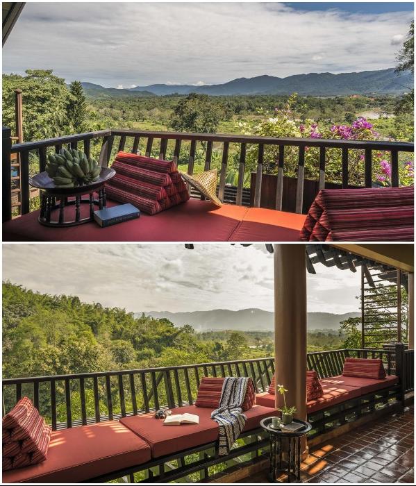 В каждом номере есть балконы с мягкими диванчиками («Anantara Golden Triangle Elephant Camp & Resort», Таиланд). | Фото: booking.com.