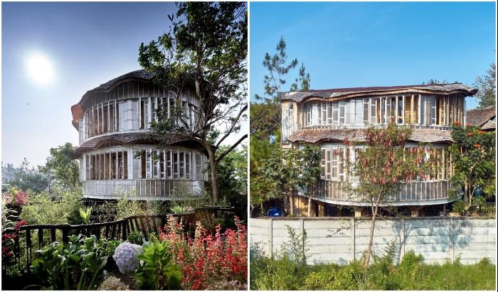 Жилая резиденция является самым большим зданием сельского комплекса деревушки Мекарванги (Piyandeling, Индонезия).