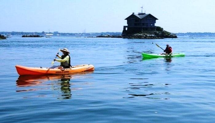 К дому можно добраться лишь на лодках (Clingstone House, залив Наррагансетт). | Фото: telegraf.com.ua.
