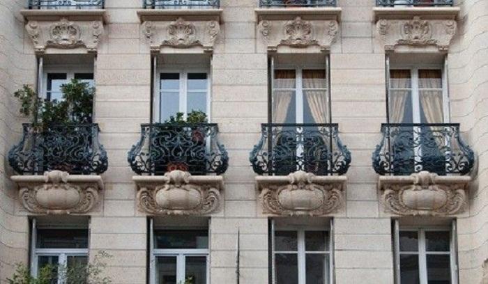 Во дворцах начали создавать специальные балконы, чтобы вельможи не выпадали во время дефекации. | Фото: top-voprosov.ru.