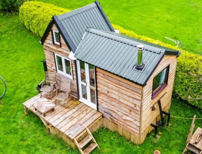 Британский студент, чтобы уйти от опеки родителей построил собственный дом за 8 тыс. дол. | Фото: instagram.com/ © Living Big In A Tiny House.
