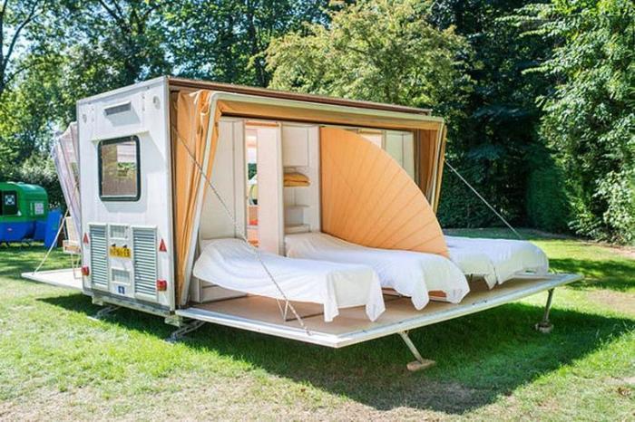 Спальная зона накрывается непрозрачным материалом, обеспечивая комфортный уединенный отдых. | Фото: samodelych.ru.