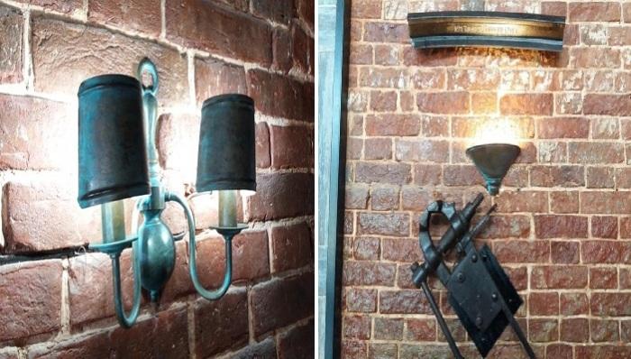 Необычные светильники придают уюта заведению.