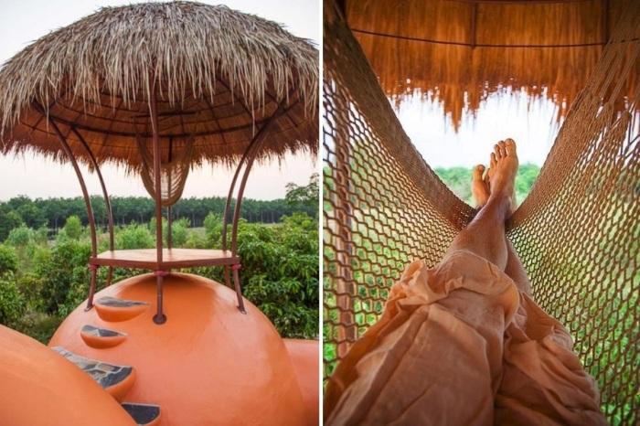 Под соломенной крышей над куполом спальни повесили гамак (Earthen Dome Home, Таиланд). | Фото: buzznick.com/ ©Steve Areen.