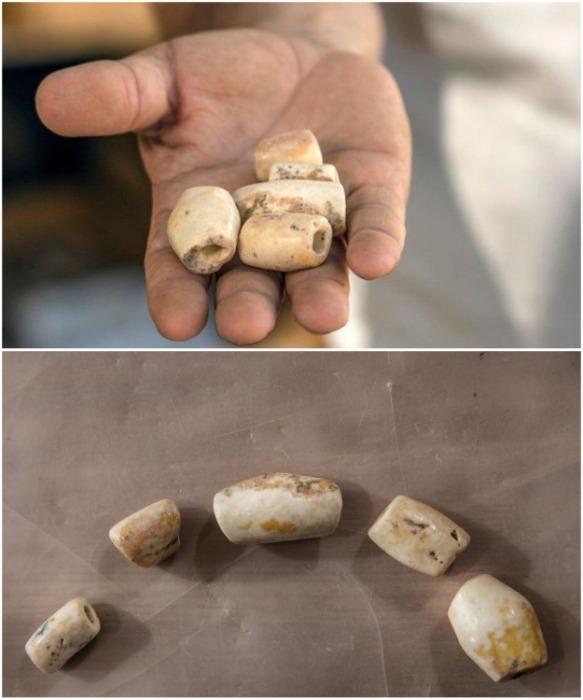 На теле одной женщины найдено ожерелье из алебастровых бус (Motza, Израиль). | Фото: sciencealert.com.