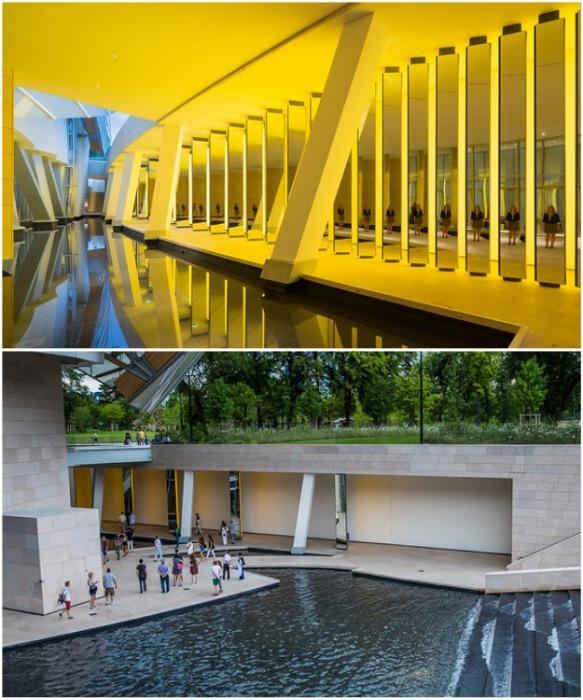 Чтобы попасть в музей нужно пройти мимо грота с водой, фонтаном и светящимися пилонами из стекла (Fondation Louis Vuitton). | Фото: nosviatores.com.