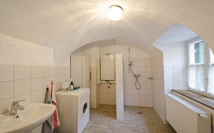 Такая огромная ванная комната есть не у всех собственных квартирах.