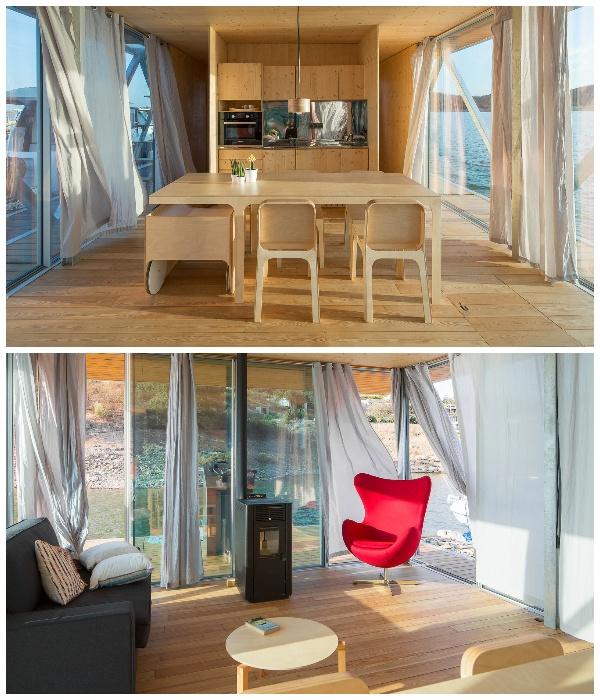 Гостиная-столовая модульного плавучего дома Floating House (Португалия). | Фото: Jose Campos Architectural Photographer.