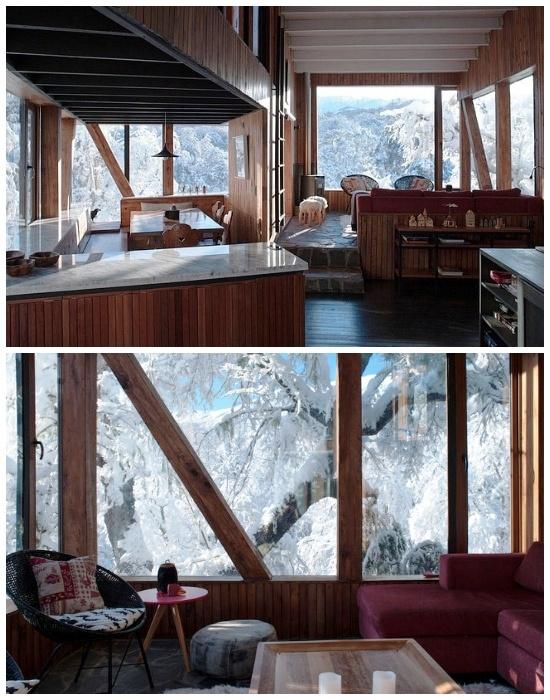 Панорамные окна позволяют любоваться окружающей природой и наполняют дом светом и теплом (La Dacha, Чили).