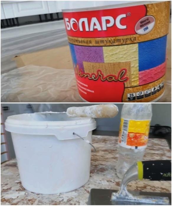 Для создания кирпичной стены без кирпича нужно иметь декоративную штукатурку, грунтовку, воду и инструмент. | Фото: youtube.com/ Анастасия Зайцева.