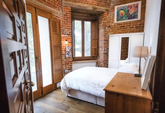 Родительская спальня в восстановленном старинном здании («Aylesbury Vale Buckinghamshire»). | Фото: homesandproperty.co.uk.
