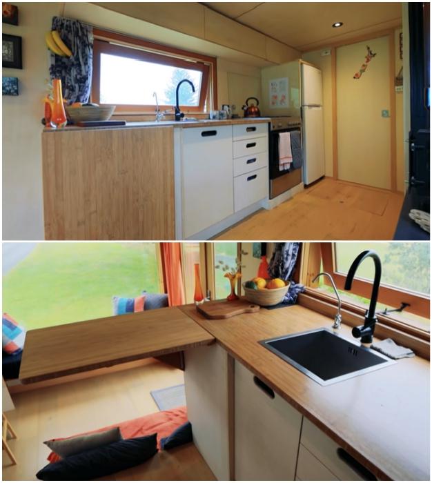 Кухонно-столовая зона в доме-грузовике. © Living Big In A Tiny House.