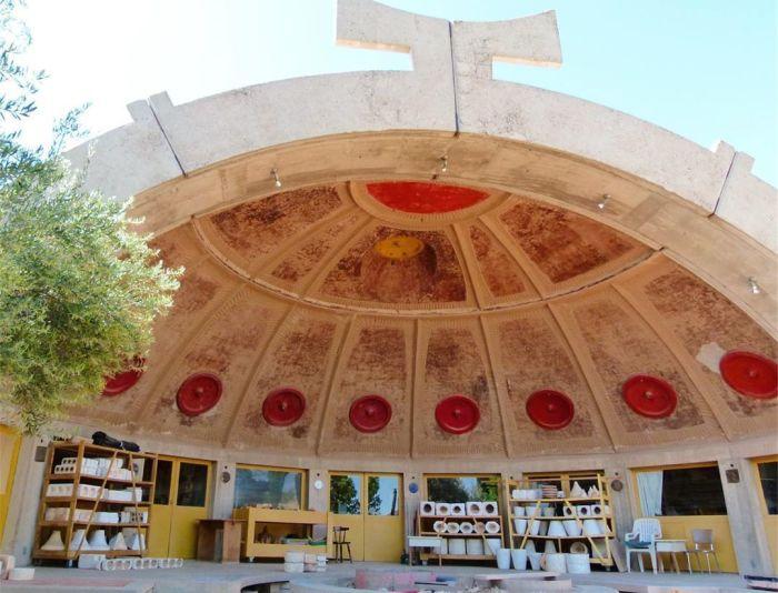 Футуристический город становится оригинальной площадкой для проведения различных фестивалей (Arcosanti, США). | Фото: ruflex.livejournal.com.
