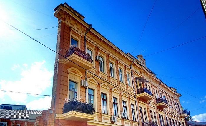 Самый знаменитый тонкий дом Одессы.