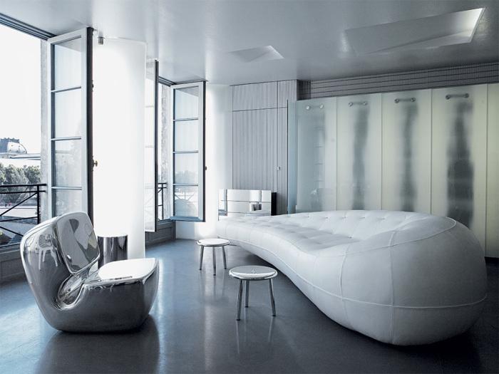 Гостиную в апартаментах Карла Лагерфельда украшает ультрасовременная мебель, купленная в парижской Galerie Kreo. | Фото: Karl Lagerfeld.