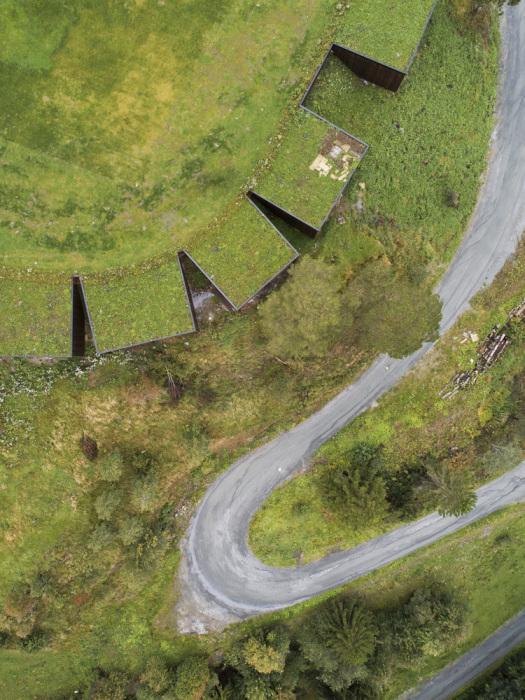 Вид на семейный эко-отель с высоты птичьего полета. | Фото: plataformaarquitectura.cl.
