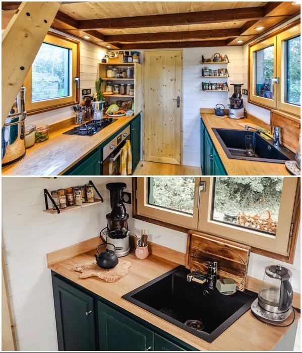 Благоустроенная кухня в крошечном доме молодых французов. | Фото: googleusercontent.com/ boredpanda.com.