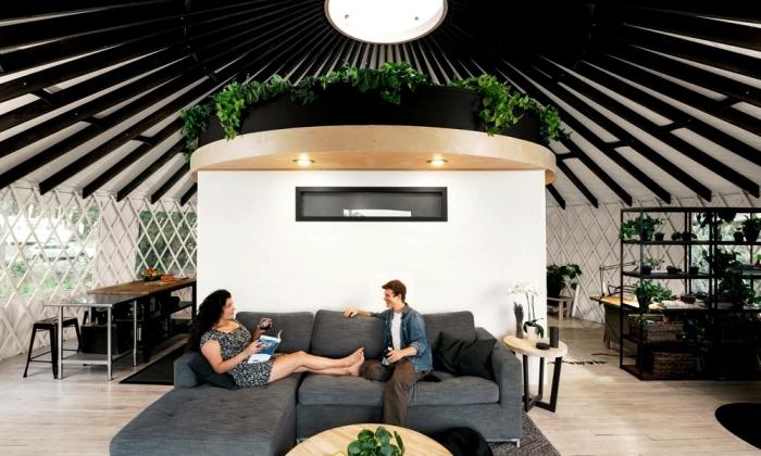 Молодожены обзавелись семейным гнездышком и сами построили настоящую ...юрту. (Портленд, США). | Фото: coolmaterial.com.