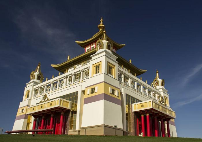 Хурул Золотая обитель Будды Шакьямуни (Элиста, Калмыкия). | Фото: yandex.kz.