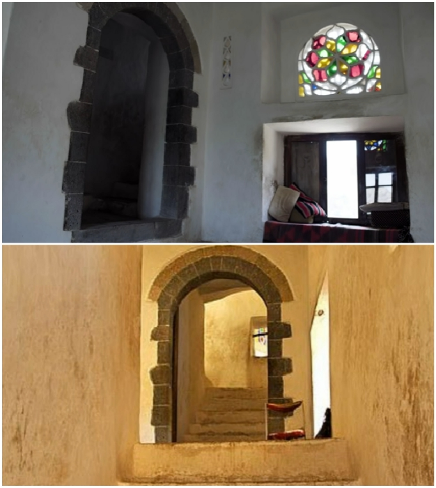 Более чем скромный интерьер замка правителя восточной страны удивляет многих туристов («Dar al-Hajar», Йемен).