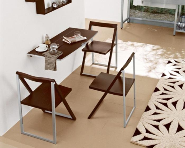 Обеденный комплект смарт-мебели для очень маленькой кухни.