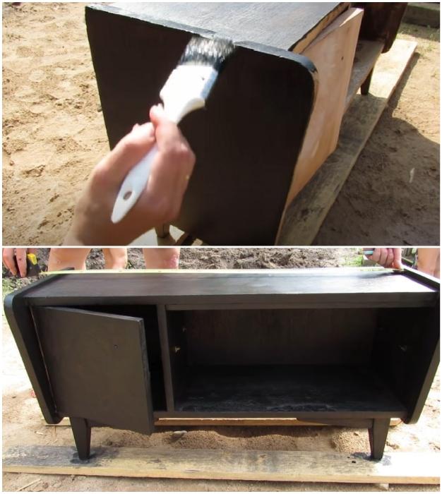 После тщательного очищения поверхностей от пыли и мусора можно наносить краску.