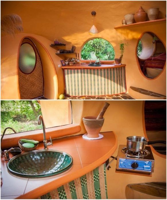 При минимальном количестве кухонной утвари на ней все равно можно приготовить завтрак (Earthen Dome Home, Таиланд). | Фото: buzznick.com/ ©Steve Areen.