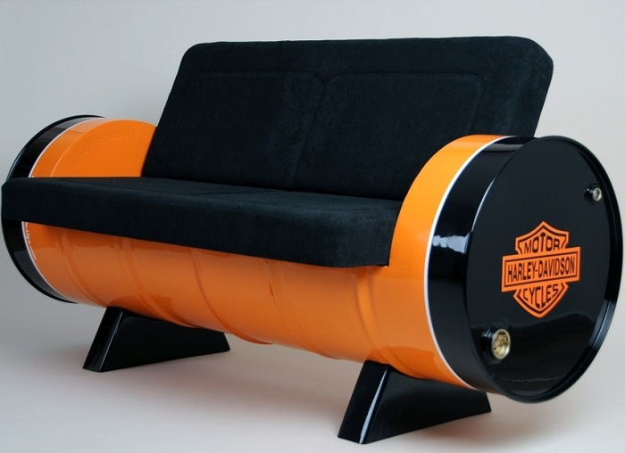 Уютный и оригинальный диван из бочки.