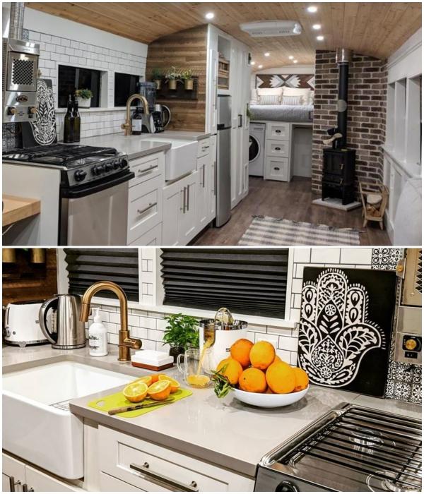 Вполне благоустроенной кухне можно даже позавидовать. instagram.com/ © going_boundless.