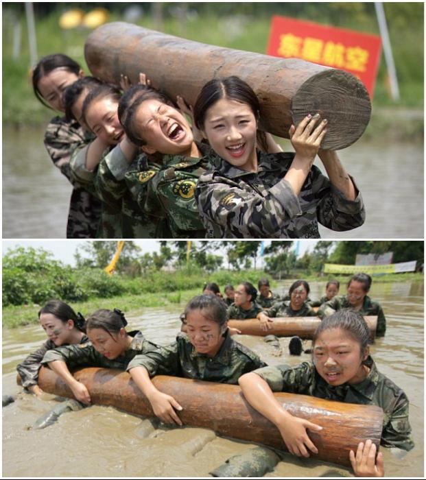 Курс молодого бойца на полосе препятствий проходят и будущие бортпроводницы. | Фото: cyberspaceandtime.com.