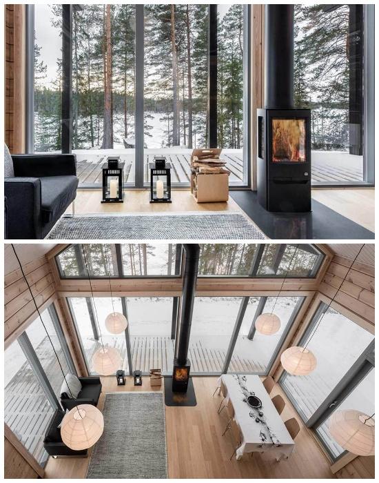 Стеклянные стены гостиной открывают прекрасный вид на окружающую природу (Деревянный сруб Log Villa).