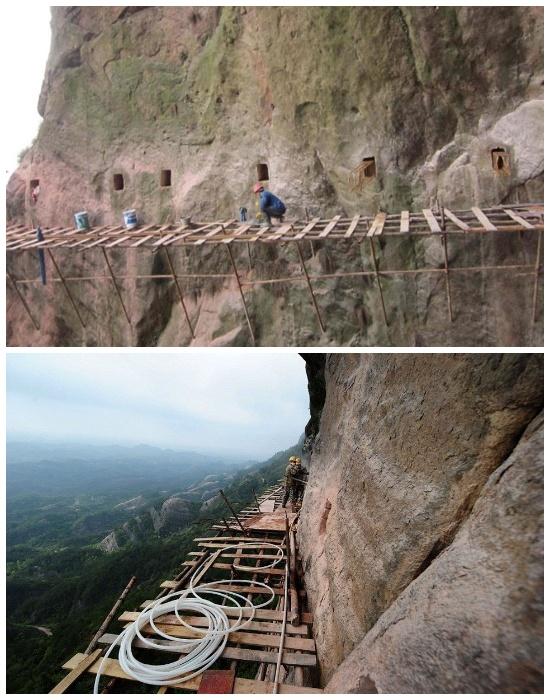 Хлипкие леса являются основной строительной площадкой на высоте около 1000 метров над глубоким ущельем. | Фото: travelask.ru.