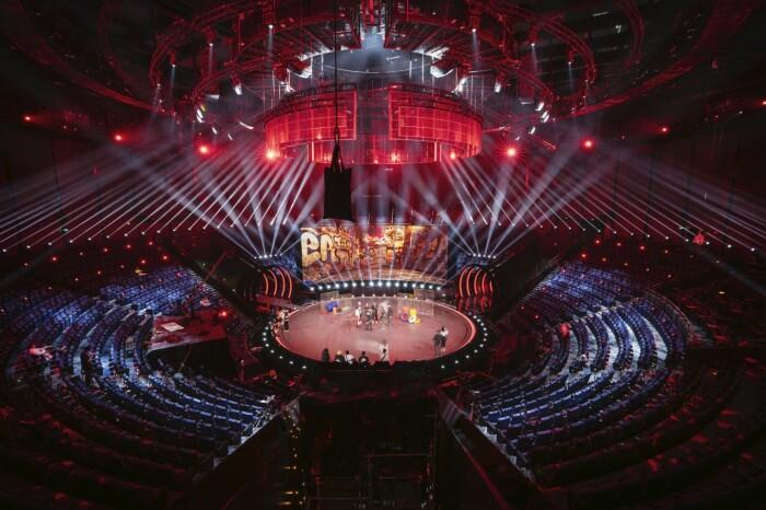 Складки струящего шелка: в Китае завершилось строительство театра с фантастическим фасадом