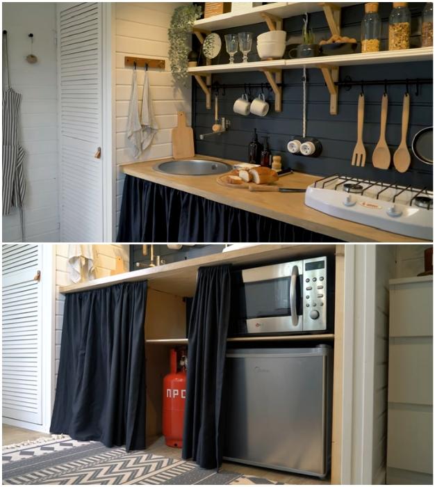 Кухонную мебель и даже шкаф владельцы сделали самостоятельно из древесностружечного материала, а вместо дверей использовали текстиль и жалюзи. © aida_beglova.