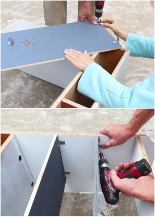 С помощью саморезов и металлических уголков полки установили на нужном расстоянии. | Фото: youtube.com.