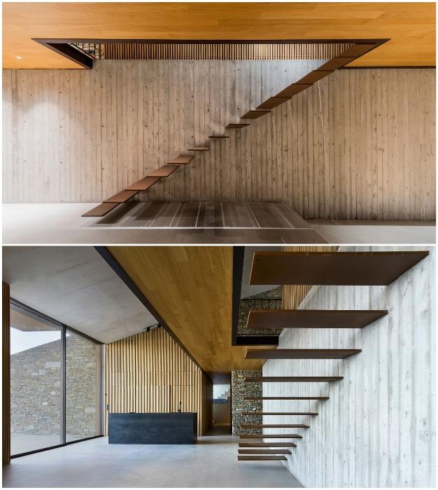Парящая» лестница стала украшением интерьера основной резиденции (Ncaved House, о-в Серифос).