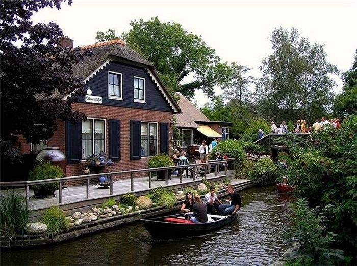 Ежегодно огромное количество туристов посещает деревню Гитхорн.