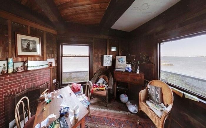 Обновленная столовая в доме на скале (Clingstone House, залив Наррагансетт). | Фото: nevsedoma.com.ua.