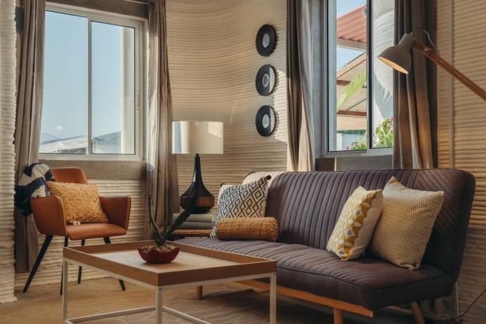 Гостиная в доме, напечатанном на 3D-принтере. | Фото: 3d-grenzenlos.de/ © New Story.