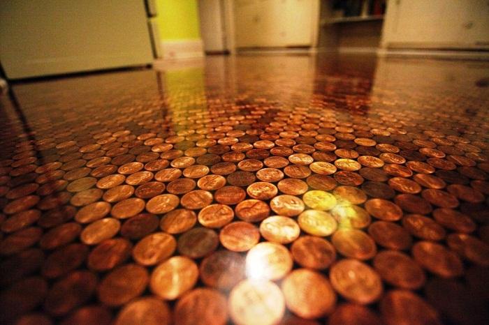 Полы, декорированные монетами.