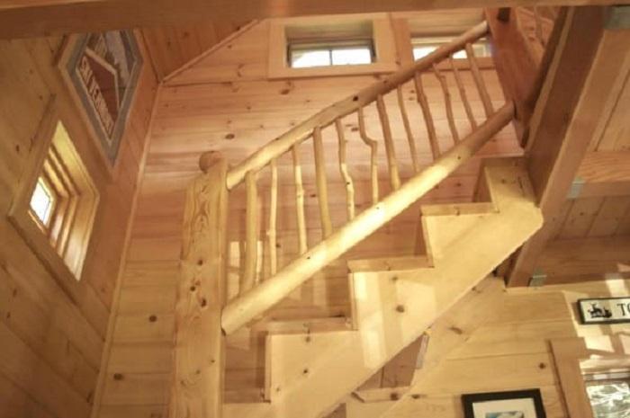 Лестница - главное украшение дома.