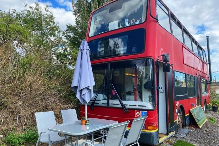 Двухэтажный автобус вдохновил британских влюбленных на создание дома своей мечты.