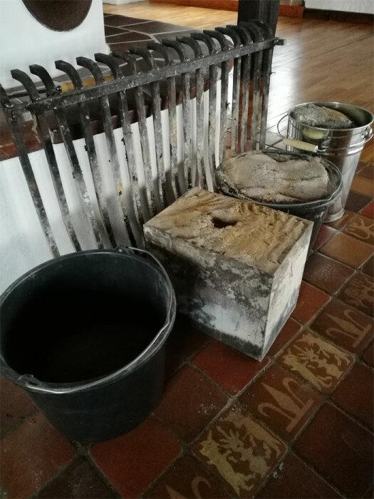 Неустроенность быта не испугала молодоженов, несмотря на то, что приходилось отапливать замок дровами. | Фото: boredpanda.com.