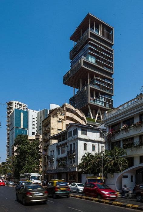 Башня Антилия – самый большой и дорогой жилой дом мира (Бомбей, Индия).