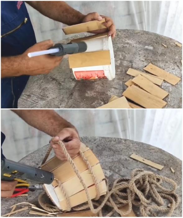 Процесс декорирования ведерка фанерными дощечками и джутовым канатом.
